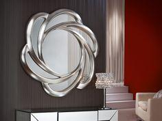 Espejo Frida plata. Espejo con marco moldeado acabado en pan de plata. Preparado para su fácil colocación.