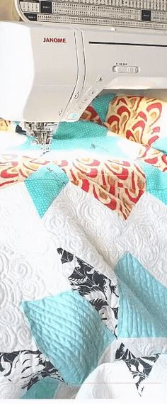 25 organizing ideas for sewing room - The Little Mushroom Cap: A Quilting Blog Quilting For Beginners, Quilting Tips, Free Motion Quilting, Quilting Tutorials, Machine Quilting, Quilting Designs, Quilting Patterns, Backing A Quilt, Quilt Batting