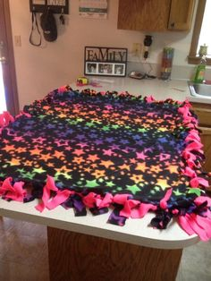Easy Tie blanket Would love to do this and donate to a shelter or new Habitat houses! Learn Sewing, Learn To Sew, No Sew Blankets, Tie Quilt, Diy Organization, Shelter, Quilting, Christmas Decorations, Crafting