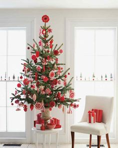 Creative Scandinavian Christmas Tree Decor Ideas - TRENDECORS Creative Scandinavian Christmas Tree Decor Ideas Let the holiday traditions of countries like Denmark, Finland, Norway, and Sweden inspire you this season. Long winter nights in … Merry Christmas Friends, Small Christmas Trees, Noel Christmas, Primitive Christmas, Little Christmas, Winter Christmas, Christmas Themes, Christmas Tree Decorations, Christmas Ornaments
