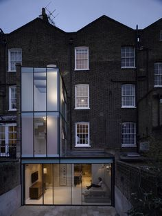 Extension to Islington Residence, Duncan Terrace, Islington, London. Would prefer a bit of brick work vs all that glass. Georgian Terrace, Georgian Townhouse, Georgian Homes, Brick Extension, Glass Extension, Rear Extension, Georgian Architecture, Modern Architecture, Minimalist Architecture
