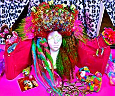こんばんはです🐬⭐️ さて、先週化粧品買いすぎたから、 今回新大阪のザダイソーで髪飾りましょう😖 海神様、仏様、どうかお許しください🙏 Since I murdered Sephora last week, this time I had to decorate my hair only with dollar store items😓 Forgive me Sea Gods...  #hair #salon #wig #wigs #customwigs #dragqueen #drag #rupaulsdragrace #rupaul #cosplay #comicon #vintage #retro #pinup #pinupgirl #bluehair #greenhair #art #fashion #style #glamour #bighair #waves #behindthechair #modernsalon #hairbrained #hairnerd #hollywood #ryanjasterina #アステライナ