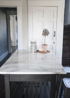 Supreme Kitchen Remodeling Choosing Your New Kitchen Countertops Ideas. Mind Blowing Kitchen Remodeling Choosing Your New Kitchen Countertops Ideas. Faux Marble Countertop, Painting Countertops, Marble Countertops, Countertop Redo, Painting Formica Countertops, Countertop Types, Carrara Marble, Dyi, Classic Kitchen