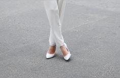 Lovely white heels w/ white pants :)❤
