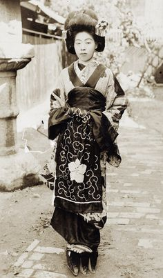 Yujo About 1910's, Japan. Image via Yuki willie v of Flickr