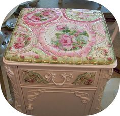 paper mosaic, home decor, painted furniture, repurposing upcycling, shabby chic Baños Shabby Chic, Cocina Shabby Chic, Muebles Shabby Chic, Shabby Chic Interiors, Shabby Chic Living Room, Shabby Chic Kitchen, Shabby Vintage, Shabby Chic Furniture, Vintage Floral