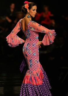 Detrás de la moda: Moda flamenca en la Feria de Abril Spanish Dance, Ethnic Fashion, Dance Outfits, Dance Music, Belly Dance, Culture, Fashion Outfits, Formal Dresses, Dance Clothing