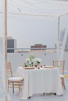Mesas decoradas con tul para la primera comunión