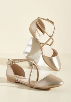 1930s Style Shoes Crisscross Paths Flat in 6 $23.99 AT vintagedancer.com