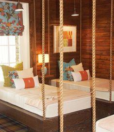 zwei hängende Betten in der Luft, passende wundervolle Atmosphäre