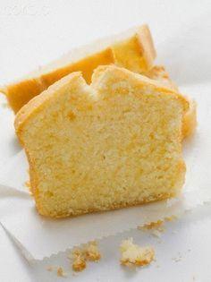 I'm checking out a delicious recipe for Classic Lemon Pound Cake from Ralphs! Hokkaido Cupcake, Tortas Light, Baking Recipes, Dessert Recipes, Pan Dulce, Pound Cake Recipes, Let Them Eat Cake, Sweet Recipes, Cupcake Cakes