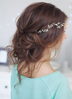 Prom Updos for Pretty Brides and for Very Special Occasions   Hairstyles Charm Messy Wedding Hair, Wedding Guest Hairstyles, Wedding Hair And Makeup, Wedding Nails, Hot Hair Styles, Medium Hair Styles, Latest Hairstyles, Summer Hairstyles, Headband Hairstyles