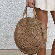Round juta cord bag crochet tasseled handbag summer tote circular purse circle bags custom made Reminiscent of circular vintage luggage, the Cream Woven Alice's sisal weave paired with the pronounced edges gives this bag a beautiful shape that is refres Bag Crochet, Crochet Market Bag, Crochet Handbags, Crochet Purses, Round Bag, Macrame Bag, Jute Bags, Basket Bag, Crochet Round