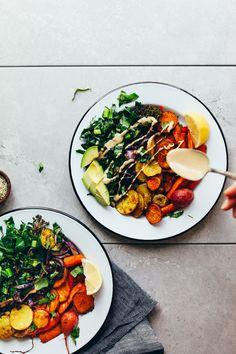 Roasted rainbow vegetable bowl minimalist baker recipes - me Healthy Dinner Recipes, Diet Recipes, Vegan Recipes, Vegetarian Meals, Healthy Cooking, Healthy Food, Chimichurri, Tabouleh Salat, Clean Eating