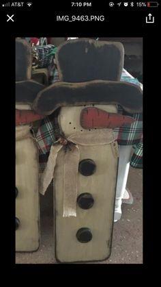 New Winter Wood Crafts Diy Wooden Snowmen Ideas Primitive Christmas Crafts, Primitive Wood Crafts, Christmas Projects, Holiday Crafts, Christmas Diy, Primitive Snowmen, Rustic Christmas, Primitive Stitchery, Christmas Decorations