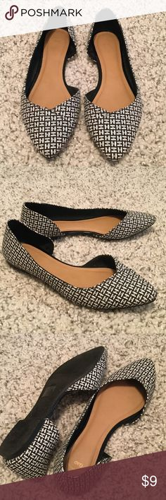 GAP Black & White Flats Shoes SIze 8 Gap black & white patterned flats in size 8.  Great, pre-owned condition. GAP Shoes Flats & Loafers