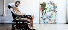 Si chiama Steve Dezember e la sua passione per l'arte e per la vita sta commuovendo il mondo. Steve è affetto dalla SLA, una malattia neurodegenerativa progressiva che colpisce le cellule nervose del cervello e del midollo spinale nel 2011. Con la malattia ha perso la capacità di camminare e parlare: nonostante questo non ha…
