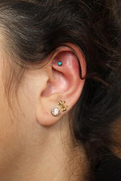 Faux rook piercing with turquoise gem I think it would be fun to have a faux one… – Piercings - GoHairstyles Faux Rook Piercing, Upper Ear Piercing, Forward Helix Piercing, Daith Piercing, Piercing Tattoo, Ear Piercings, Body Jewelry Shop, Body Jewellery, Turquoise Earrings