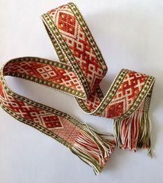 1840 best woven band images on Card Weaving, Weaving Art, Loom Weaving, Inkle Weaving Patterns, Loom Patterns, Finger Weaving, Inkle Loom, Woven Belt, Weaving Projects