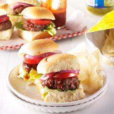 Barbecue Sliders Recipe -When company dropped in by surprise, all I had was sausage and ground beef defrosted. We combined the two for juicy burgers on the grill. Ground Beef Dishes, Ground Meat Recipes, Hamburger Meat Recipes, Beef Recipes, Cooking Recipes, Mince Recipes, Pork Dishes, Dinner With Ground Beef, Slider Recipes