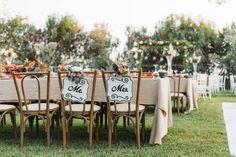 Wiele wesel organizuje się teraz w domach albo ogrodach. Intymna atmosfera pozwala na oryginalną ceremonię w mniejszym gronie. Taki ślub pary młode zapamiętają na zawsze. Honeymoon Special, Honeymoon Fund, Romantic Honeymoon, Outdoor Venues, Outdoor Decor, All Inclusive Wedding Packages, Guest Book Table, Vogue Wedding, Small Apartment Decorating