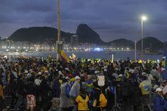 Vista de la multitudinaria concentración de peregrinos católicos reunidos en la playa de Copacabana, en Río de Janeiro, para su encuentro con el Papa Francisco. (Lorena Lucca /Enviada Especial)