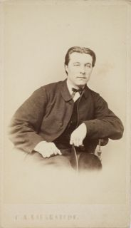 1867 Photograph of Hjalmar Munsterhjelm (1840-1905) - Magnus Hjalmar Munsterhjelm: Staatliche Kunstakademie, Düsseldorf 1860-65). Hjalmar Munsterhjelm oli ensimmäinen koko kurssin läpikäynyt suomalaistaiteilija. Hän valmistui v.1865 . Romanticism, Art Studies, Finland, People, Artists, Karlsruhe, Artist, Romance Comics, People Illustration