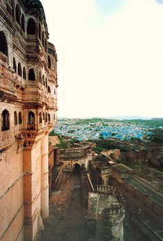 028 Mehrangarh Fort, Jodhpur - Rajasthan (India) Bucket list of places to visit Places Around The World, The Places Youll Go, Travel Around The World, Great Places, Places To See, Places To Travel, Wonderful Places, Beautiful Places, Around The Worlds