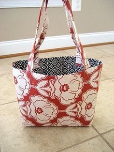 Cute totes made with fabric quarters. Makes wonderful Mother's Day gifts!
