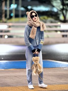 Jennie at ICN Airport to Beijing for Gentle Monster Kpop Fashion Outfits, Blackpink Fashion, Korean Fashion, Kim Jennie, Kpop Mode, Doja Cat, Blackpink Photos, Blackpink Jisoo, Airport Style