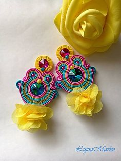 Soutache yellow, pink, turquoise with rose elegant earrings - Rope Jewelry, Jewelry Case, Fabric Jewelry, Soutache Pattern, Crochet Earrings Pattern, Soutache Tutorial, Beaded Earrings, Earrings Handmade, Handmade Jewelry
