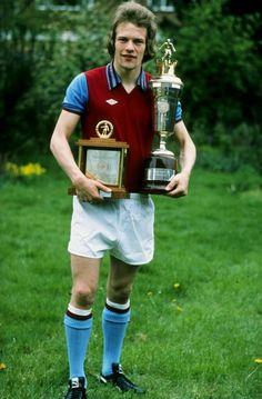 Former Holte End legend Andy Gray - Villa Aston Villa Players, Super Club, Aston Villa Fc, Association Football, Birmingham England, Best Club, My Church, Fa Cup, Football Soccer