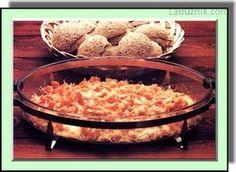Gratinovaná dýně-Troubu zapnete na 200 st. C. Dýni oloupejte, odstrante semena a nakrájejte ji na kosticky o hrane asi 1 cm. Na velké pánvi rozehrejte máslo a na nem restujte dýni pár minut za stálého míchání. K dýni prolisujte cesnek, osolte a opeprete. Gratinovací pekác vymazte máslem. Dejte do nej vrstvu orestované dýne, posypte sýrem, na nej opet vrstvu dýne, sýr a tak pokracujte. Vrchní vrstvu tvorí sýr. Zalejte vývarem a pecte ve vyhráté troube ca. 30 minut az je dýne mekká a na…