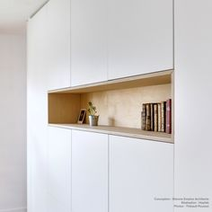 The Hopfab craftsmen have made a partition between the bedroom and the living room. Living Room Shelves, Living Room Storage, New Living Room, Wardrobe Behind Bed, Dining Cabinet, Flur Design, Shelving Design, Hallway Storage, My Furniture