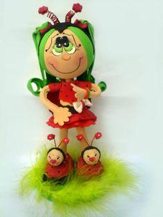 Boneca feita de EVA em 3D de ótima qualidade, as bonecas são feitas sob encomenda, os braços são flexíveis, assim podendo mexer os braços. Os olhos podem ser mudados também, pois são pintados podendo ficar a gosto do cliente. R$ 50,00