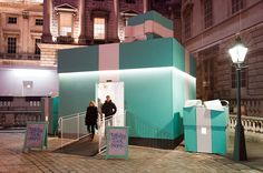 Well shoot if it isn't a Tiffany's Pop-Up Retail store.  LOVE Creativity- Tiffany's pop up store…