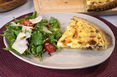 QUICHE LORRAINE Tart Hamuru (Pate Brisee ) için :   500 g. un, 250 g. tereyağı, 2 çay kaşığı tuz  130 g (1/4 su bardağı) su,  Üst malzemesi için: 3 adet yumurta,  400 ml. krema , 200 g gravyer peyniri  200 g tütsülenmiş salam , 1 tutam küçük Hindistan cevizi rendesi, Tuz - karabiber Quiche Lorraine, Vegetable Pizza, Baked Potato, Potatoes, Baking, Vegetables, Breakfast, Ethnic Recipes, Quiches