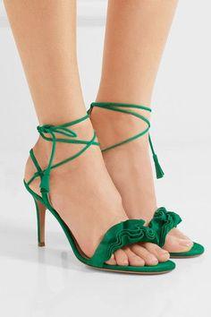 Die Absatzhöhe beträgt etwa 85 mm  Smaragdgrünes Veloursleder  Werden am Knöchel gebunden  Hergestellt in Italien