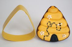 Flowery Beehive Sugar Cookies from a Candy Corn Cutter | Make Me Cake Me