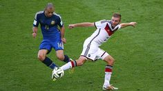 Javier Mascherano of Argentina challenges Christoph Kramer of Germany Sunday, 13 July 2014 RIO DE JANEIRO, BRAZIL - JULY 13: Javier Mascherano of Argentina challenges Christoph Kramer of Germany during the 2014 FIFA World Cup Brazil Final match between Germany and Argentina at Maracana on July 13, 2014 in Rio de Janeiro, Brazil. (Photo by Robert Cianflone/Getty Images)   www.dribblingman.com