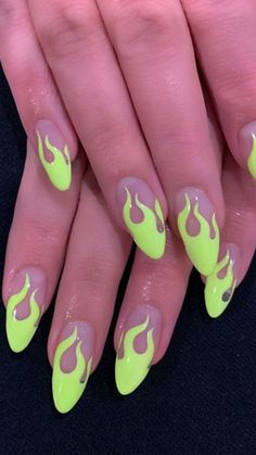 Neon is the trend of the year but wearing it is not as easy as it seems. If you love it but you think it might be too much why not embrace it on your nails? Neon Purple Nails, Bright Nails, Funky Nails, Purple Nail Designs, Short Nail Designs, Summer Acrylic Nails, Cute Acrylic Nails, Nailart, Green Nail Art
