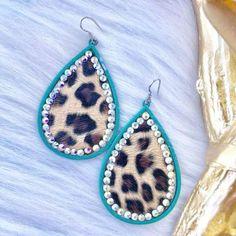 Teal Trim Leopard Rhinestone Earrings Diy Leather Earrings, Leather Keychain, Leather Jewelry, Cute Jewelry, Jewelry Crafts, Handmade Jewelry, Rhinestone Earrings, Diy Earrings, Shibori