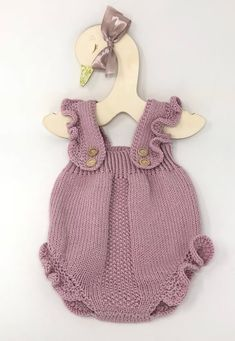 Baby Girl Knitted Romper with ruffles, Boho Baby Romper, Baby Girl Clothes, Newborn props This Hand knit Baby Girl Romper with ruffles is a very versatile and timeless piece, perfect to coordinate … Baby Knitting Patterns, Hand Knitting, Knitting Baby Girl, Baby Pullover, Knitted Romper, Knitted Baby Clothes, Baby Girl Romper, Baby Onesie, Newborn Outfits