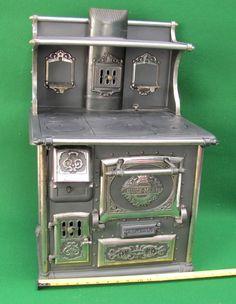 Salesman's sample stove