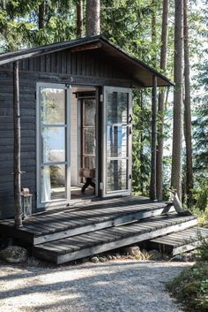 Cabin in the Woods - House Home, place to be, Tiny Cabins, Cabins And Cottages, Modern Cottage, Cottage Style, Vie Simple, Little Cabin, Eco Friendly House, Cabins In The Woods, Cottage Homes