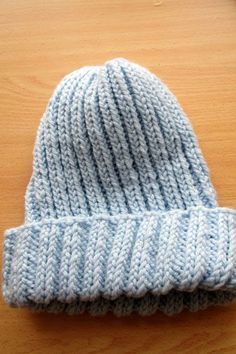 In the hot summer months, I tend to knit smaller projects. Here is a free pattern that I designed for a basic knitted stocking hat. Circular Knitting Needles, Loom Knitting, Knitting Patterns Free, Free Knitting, Free Pattern, Hat Patterns, Knitting Ideas, Knit Stockings, Vogue Knitting