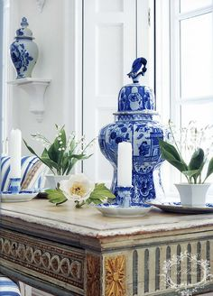 I have a soft spot for all things blue and white. Carolyne Roehm's home is all about this look. The soft accent of gilding makes the blue just pop! #amyhowardathome #craftingabeautifullife #amyhowardboutique #amyatace #acehardware #paintedfurniture #gildin