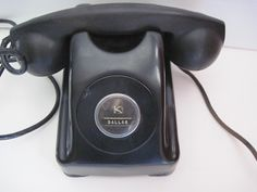 vintage phone...um, yes, I'll take one.