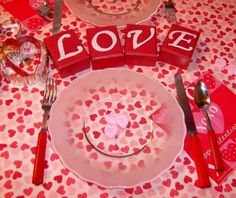 valentines-day-romantic-table-settings