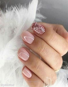 Looking for easy nail art ideas for short nails? Look no further here are are quick and easy nail art ideas for short nails. Pink Gel Nails, Light Pink Nails, Short Gel Nails, Glitter Gel Nails, Fancy Nails, Pretty Nails, My Nails, Short Pink Nails, Glitter Pedicure